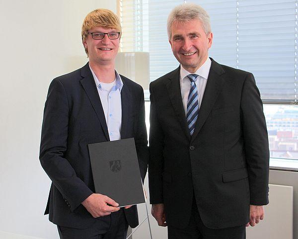 Foto (v. l.): Dr. Sebastian Vogt, Geschäftsführer von TecUP, und Wirtschaftsminister Prof. Dr. Andreas Pinkwart.