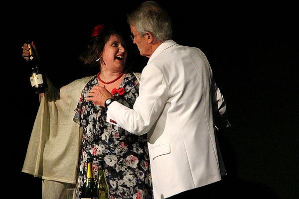 Wolfgang Kühnhold und Tina Emmler spielen eine unangenehme Familienzusammenkunft.