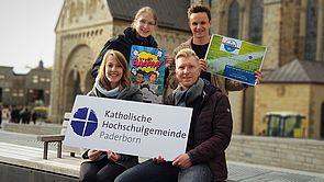 Foto: In diesem Semester ist Musik drin: (sitzend v. l.) Referentin Helena Schmidt, Studierendenpfarrer Nils Petrat, (stehend v. l.) Elisabeth Schröttke und David Gorny.