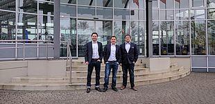 """Foto (Universität Paderborn), von links: Mark Piper, Alexander Olenberg und Alexander Zibart freuen sich über eine Förderung im Rahmen des Wettbewerbs """"START-UP-Hochschul-Ausgründungen""""."""