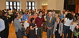 """Foto (Stadt Paderborn, Daniel Höing): Bürgermeister Heinz Paus und Prof. Dr. Sybille Hellebrand, Leiterin des diesjährigen IEEE European Test Symposium, im Gespräch mit den Tagungsteilnehmern des diesjährigen """"IEEE European Test Symposium"""" im groß"""