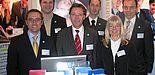 Foto (Martin Decking): Die Vertreter der Universität Paderborn auf der MEiM in Bielefeld (v. li.): Marc Schüle, Christian Berg, Christoph Schön (Stabsstelle Hochschulnetzwerk und Fundraising), Lars Nuhr (Transferstelle Uniconsult), Ramona Wiesner (Refe