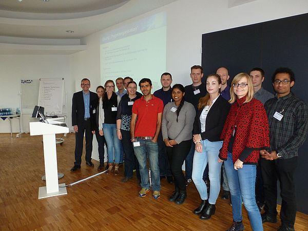 Foto (Ferber-Software GmbH): 13 Studierende der Uni Paderborn waren zu Besuch bei der Ferber-Software GmbH in Lippstadt.