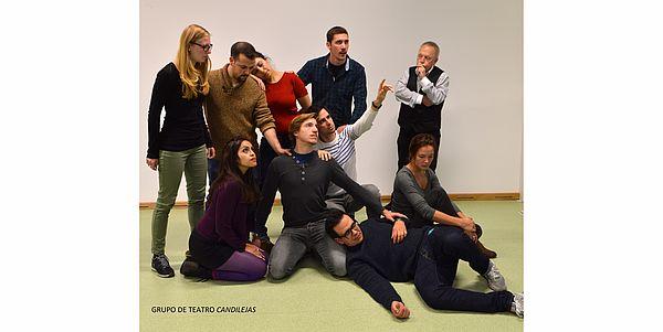 Foto (Copyright Uwe Feldhoff): Die spanische Theatergruppe Candilejas des Instituts für Romanistik.