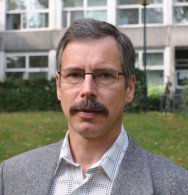 Foto (Universität Paderborn): Prof. Dr.-Ing. Ulrich Hilleringmann