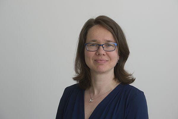 Foto (Bernd Wannenmacher): Dr. Katja Simons leitet das neue Verbindungsbüro des Campus OWL-Verbunds.