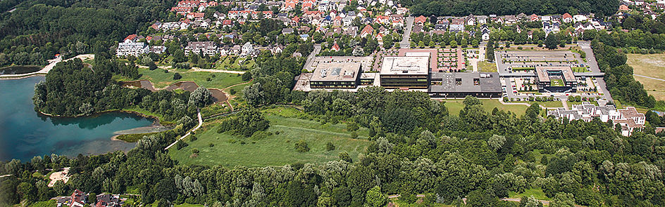 The campus at Fürstenallee with the Heinz Nixdorf Institute and the Padersee - view from southwest. (June 2018)