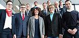 Foto (Universität Paderborn, Nina Reckendorf): Vordere Reihe von links: Anna Lena Wenzel (Sparkasse Paderborn-Detmold), Hubert Böddeker (Vorstand Sparkasse), Prof. Dr. Caren Sureth-Sloane (Dekanin Fakultät Wirtschaftswissenschaften), Benjamin Hippert (