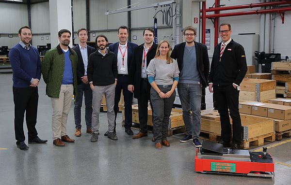 Blicken zufrieden auf drei Jahre Forschungsarbeit zurück: Das Projektteam mit Vertretern von OSRAM, KEB, Götting und Fraunhofer IEM. Foto: Fraunhofer IEM