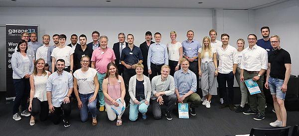 """Foto: Die Juroren, Initiatoren und Teilnehmerinnen und Teilnehmer des diesjährigen """"Call for Ideas""""."""