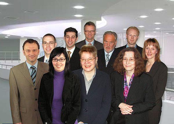Fotomontage (Universität Paderborn, UniConsult): Das Projekt-Team ITpreneurship (v. li.): Stefan Sauer, Dr. Stefan Bunte, Carmen Niggemeier, Yavuz Sancar, Prof. Dr. Leena Suhl, Prof. Dr. Eckhard Steffen, Bernd Seel, Lydia Ortkraß, Steffen Terberl und An