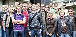 Foto (Universität Paderborn): Die Teilnehmerinnen und Teilnehmer der Sommerakademie Physik, sowie das durchführende Team. Hintere Reihe: MSc. Wadim Quiring (1.v.li.), Dr. Uwe Gerstmann (3.v.li.), Prof. Dr. Torsten Meier (4.v.li.), Prof. Dr. Cedrik Meier