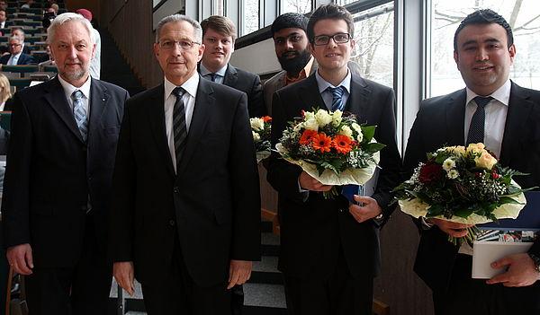 Foto (Universität Paderborn, Nina Reckendorf): (v. l. n. r.) Prof. Dr. Wilhelm Schäfer, Bernhard Dorenkamp, Michael Rüsing, Azharuddin Kazi, Donato Morelli und Mehmet Esat Aydinöz.