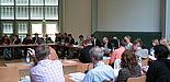 Foto (Ramona Wiesner): Der Senat der Universität Paderborn beschloss nach 5 Stunden intensiver Diskussion am 24. Mai 2006 die Beitragssatzung zur Einführung von Studiengebühren.