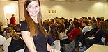 Foto: Große Resonanz beim Schnupperstudium für Schülerinnen an der Universität Paderborn. Bei der Veranstaltung 2004 war Studentin Victoria Kaschewitz Ansprechpartnerin für 120 Teilnehmerinnen.