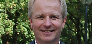 """Foto (Universität Paderborn, Matthias Hüttner): Honorarprofessor Dr.-Ing. Christian Obermann hält am 6. April seine Antrittsvorlesung """"Leichtbau mit Faserverbund-Kunststoffen""""."""