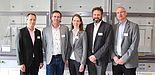 Foto (Universität Paderborn, Kamil Glabica): Freuen sich über das schulorientierte Chemielabor: (v. l.) Prof. Dr. Bardo Herzig, Prof. Dr. Torsten Meier, Prof. Dr. Sabine Fechner, Prof. Dr. Dirk Kuckling und Prof. Dr. Wolf Gero Schmidt.