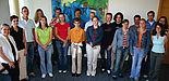 Foto (Stefan Freundlieb): Die Ausbildungskoordinatorin Dunja Denecke (2. v. l.) mit den neuen Auszubildenden der Universität Paderborn sowie Vertretern der Jugend- und Auszubildendenvertretung, die ihre Lehre an der Uni schon absolviert haben.