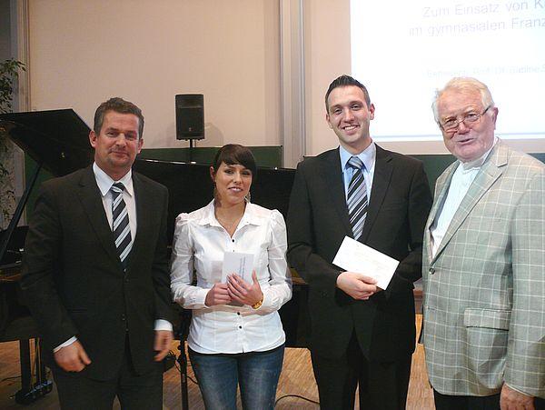 Foto: Verleihung des Preises der UNITY AG (von links): Dr.-Ing. Frank Thielemann (Unity AG), Susanne Bürger, Sebastian Graw (stellvertretend für Sandra Lang ), Prof. em. Dr. Hans-Dieter Rinkens (Vorstand PLAZEF).