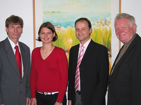 Foto (Universität Paderborn, Ramona Wiesner): Prof. Dr. Nikolaus Risch, Christine Schlichtig, Dr. Carsten Albers und Prof. Dr. Hans-Dieter Rinkens