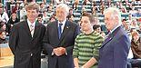 Foto (v. l.): Rektor Prof. Dr. Nikolaus Risch, Bürgermeister Heinz Paus, AStA-Vorsitzender Jonas Wagener und Alumni Paderborn-Vorstand Prof. Dr. Otto Rosenberg begrüßten die neuen Studierenden der Universität Paderborn im Auditorium maximum. (Foto: