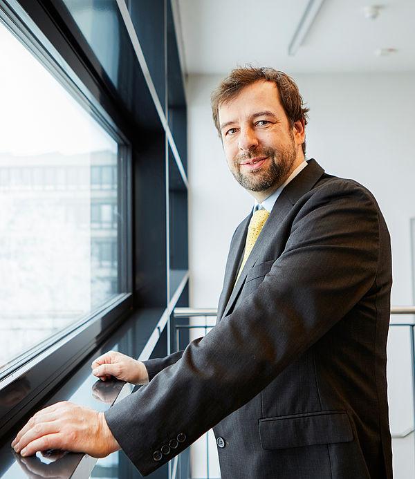Foto (Universität Paderborn): Prof. Dr. Christian Plessl, Paderborn Center for Parallel Computing der Universität Paderborn.