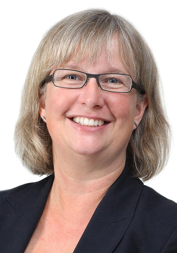 Foto (Universität Paderborn, Adelheid Rutenburges): Simone Probst, Vizepräsidentin für Wirtschafts- und Personalverwaltung der Universität Paderborn.