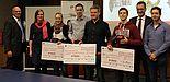 Foto (Universität Paderborn): Bei der Verleihung des FERCHAU-Förderpreises 2016: (v. l.) Prof. Dr. Detmar Zimmer (KAt), Sabrina Böhm, Sarah Winter, Lennart Sögtrop und Niklas Kister, Ivo Kletetzka, Jens Husemann und Uwe Brückner (KAt).