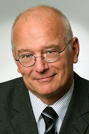 Foto (Universität Paderborn): Prof. Dr.-Ing. Wilhelm Dangelmaier