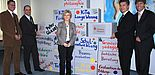 Foto (Universität Paderborn, Frauke Döll): v. l.: Dr. Thorsten Bührmann (Arbeitsbereich Schulentwicklung), Stefan Wolf (Geschäftsführer der Peter Gläsel Stiftung), Prof. Dr. Petra Büker (Arbeitsbereich Grundschulpädagogik), Hubert Böddeker (Vorst