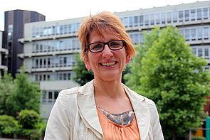 Foto (Universität Paderborn, Nina Reckendorf): Prof. Dr. Anette Buyken widmet sich der Förderung von Gesundheit und allgemeinem Wohlbefinden durch die Erforschung gesellschaftlicher Ernährungsgewohnheiten.