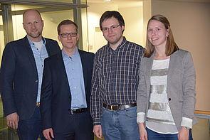 Foto: Freuen sich über die gelungene Kooperation (v. l.): Christian Hake, Vorsitzender WJ, Christian Horlitz, IPP WJ, sowie die Studienfonds-Stipendiaten Benedikt Uhe und Julia Shotton.