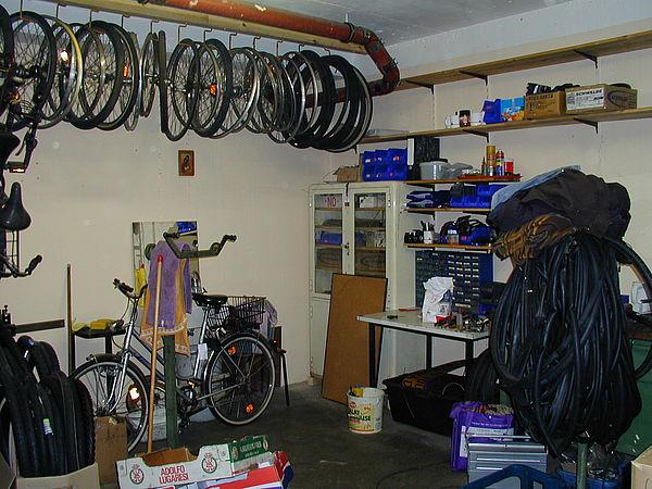Foto (Nadine Hulfershorn): Endlich kein langes Suchen mehr, die Ersatzteile und das Werkzeug sind geordnet.
