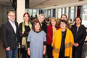 """Foto (Universität Paderborn, Johannes Pauly): Die Organisatoren und Referierenden der Diskussionsrunde """"Gender Terror""""."""