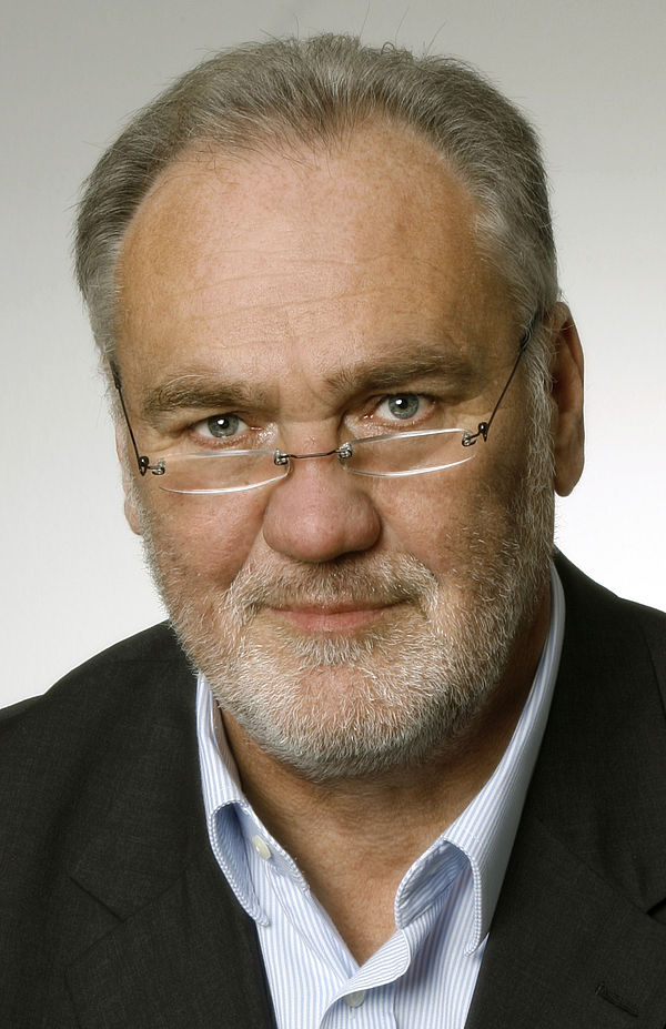 Foto (Universität Paderborn, UniConsult): Nach 37 Jahren geht Prof. Bernd Seel in den Ruhestand.