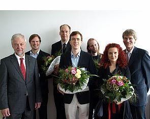 Foto (Universität Paderborn, Bianca Oldekamp): (v. l.) Prof. Dr. Wilhelm Schäfer, Jun.-Prof. Dr. Artus Krohn-Grimberghe, Jun.-Prof. Dr. Alexander Skopalik, Jun.-Prof. Dr. Kevin Tierney, Dr. Adrian Keller, Dr. Mirna Zeman und Prof. Dr. Nikolaus Risch bei