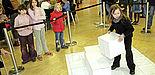 """Foto (Jan Braun, HNF): """"Auf die Würfel, fertig los!"""" – Eine begeisterte Teilnehmerin in der Startposition zum PotzKlotzwettbewerb der Universität Paderborn"""