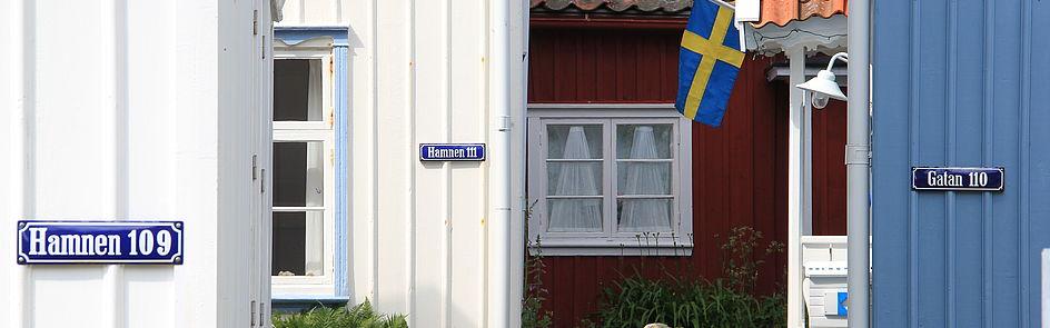 Häuserreihe auf der schwedischen Insel Gullholmen/Bohuslän