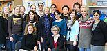 Foto (Universität Paderborn): Die neuen studentischen Förderlehrkräfte mit Frau Prof. Dr. Nicole Marx, wissenschaftliche Projektleiterin (vorne links), Frau Ludmilla Weiß, Abgeordnete Lehrerin im Projekt (vorne rechts), und Duygu Yelegen, Wissenschaft
