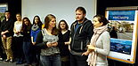 Foto (Universität Paderborn, Jasmin Rostam): Studierende stellen ihre selbstgedrehten Filme vor.