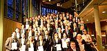 Foto (Universität Paderborn): Gruppe 1 der Absolventinnen und Absolventen am Tag der Wirtschaftswissenschaften 2013