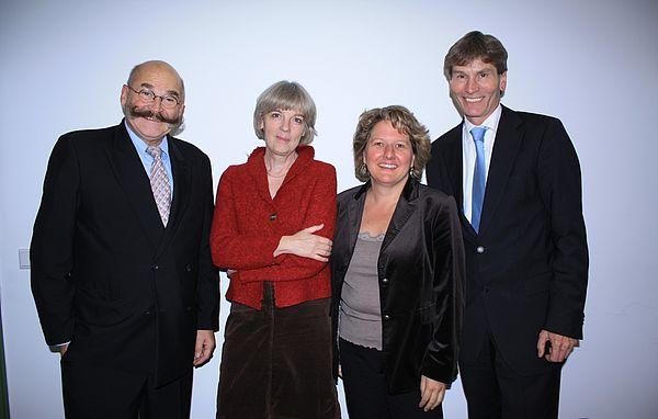 Foto: Wissenschaftsministerin Svenja Schulze (3. v. l.) lernt das Gender Zentrum der Uni Paderborn kennen, hier mit Prof. Dr. Barbara Rendtorff, Kanzler Jürgen Plato und Präsident Prof. Dr. Nikolaus Risch (rechts).