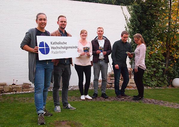 Foto (KHG): Campus-Katholiken: Studierendenpfarrer Nils Petrat und das Team der KHG.