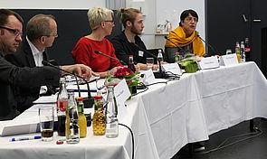 Foto (Universität Paderborn, Nina Reckendorf): Bei einer Podiumsdiskussion an der Universität Paderborn wurden zentrale Fragen der akademischen Lehre besprochen.