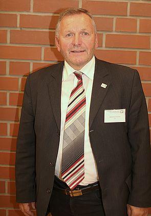 Foto: OStDirektor Manfred Kreisel, Schulleiter des Lüttfeld-Berufskollegs Lemgo.