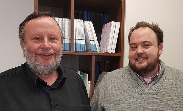 Foto (Universität Paderborn, Dr. Reinhard Schwarz): Wirtschaftspädagoge Prof. Dr. Peter F. E. Sloane (li) mit Projektkoordinator Dr. Elmar Janssen.
