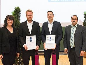 Foto (Dr. Reinhard Schwarz): v. l.: Dekanin Prof. Dr. Caren Sureth-Sloane, Thomas John, Prof. Dr. Dennis Kundisch und Laudator und Studiendekan Prof. Dr. H.–Hugo Kremer.