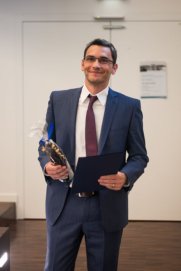 """Foto (MaFAT): Prof. Dr. Michael Ebert, neuberufener Professor für """"Betriebswirtschaftslehre, insbesondere Controlling"""", an der Universität Paderborn, bekam auf der Jahresveranstaltung vom Mannheimer Forum Accounting & Taxation im September den """"Yo"""