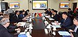 Foto (Zhiquan Lin): Erste gemeinsame CDC Sitzung: Leitung durch Prof. Dr. Lianxiang Ma, Präsident der QUST, sowie Prof. Dr. Birgitt Riegraf, Präsidentin der Universität Paderborn.