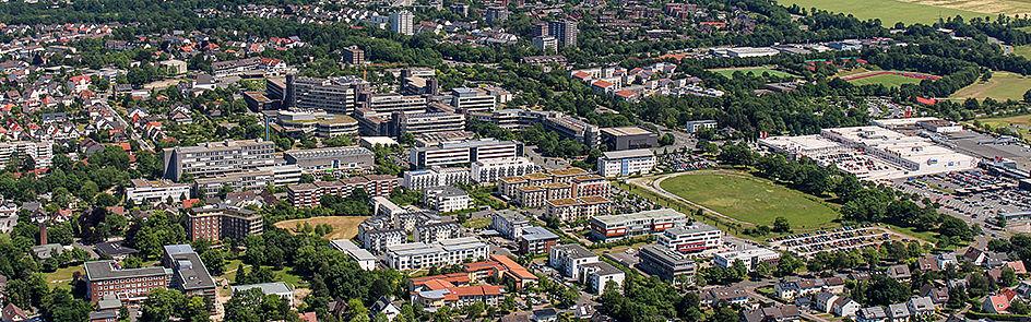 Seit der Gründung im Jahr 1972 ist die Universität stetig gewachsen.